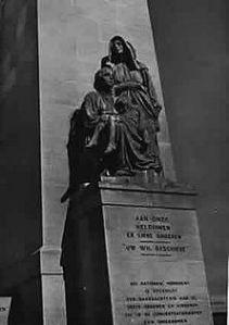 Das Denkmal der Burenfrauen in Bloemfontein Die ergreifende Inschrift hält die Erinnerung an eine der entsetzlichsten Schandtaten der englischen Geschichte wach: 26 370 Frauen und Kinder sind in den Konzentrationslagern umgekommen.