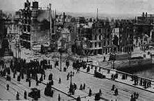Dublin nach dem Aufstande von 1916 – Die bewaffnete Erhebung der irischen Nationalisten am Ostermontag 1916 und die Proklamierung der Irischen Republik waren die ersten gewaltigen Sturmzeichen des neuerwachten Kampfes für die Unabhängigkeit Irlands. Die Bewegung wurde von den englischen Truppen blutig niedergeschlagen.