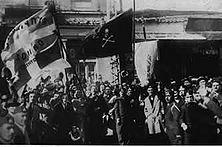 """Los von England! Obwohl die englische Regierung den Zyprioten bei der Besitzergreifung 1878 versprach, sie wolle aus der Insel ein """"Paradies des Ostens"""" machen, hat sie die Lebensnotwendigkeiten der Bevölkerung immer hinter den eigenen Machtinteressen zurückgesetzt."""