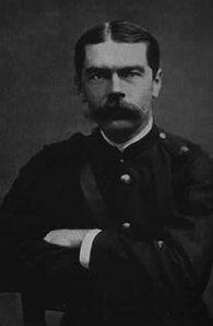 Lord Kitchener (1850-1916) Er gestaltete nach Niederwerfung des Mahdiaufstandes im Sudan 1898 seinen Truppen zügellose Grausamkeiten gegen die wehrlose Bevölkerung. Im Burenkrieg (1898-1902) war er für die schonungslose Ausdehnung des Kampfes auf Greise, Frauen und Kinder verantwortlich.