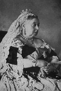 Königin Victoria Ihre lange Regierungszeit (1837-1901) stellt den Höhepunkt der britischen Weltmacht dar. Die Herrscherin selbst verkörperte viele Züge des britischen Nationalcharakters: die Selbstgerechtigkeit und die frömmelnde Scheinheiligkeit, hinter der sich der rücksichtslose Machtdrang verbirgt.