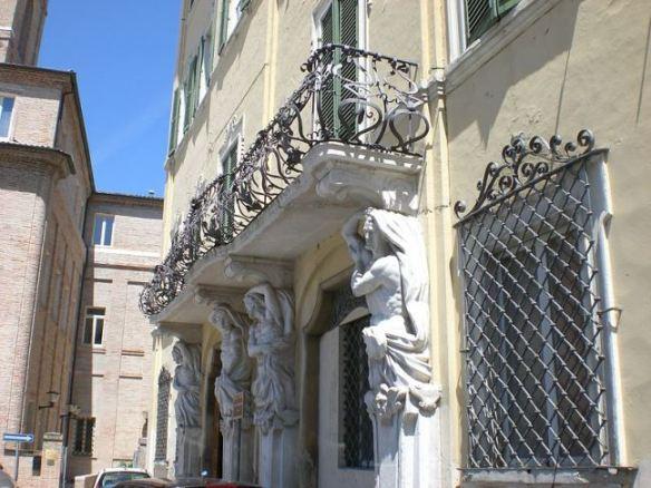 Der Palazzo Balleani in Jesi